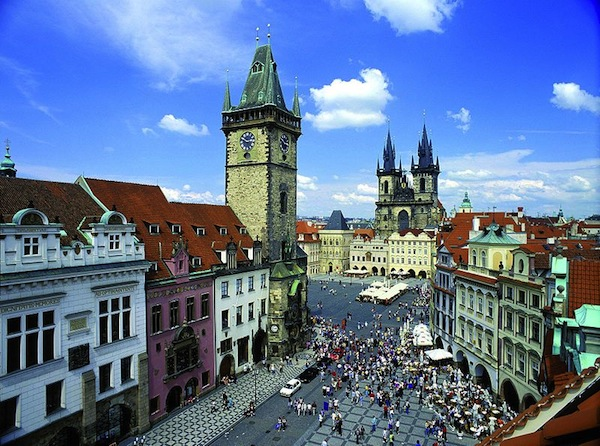 800px-Prague_old_town_square_panorama