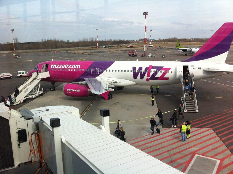 """Istorinė nuotrauka - pirmas """"Wizz Air"""" atvykimas iš Korko, 2011 m. balandžio 16 d,"""